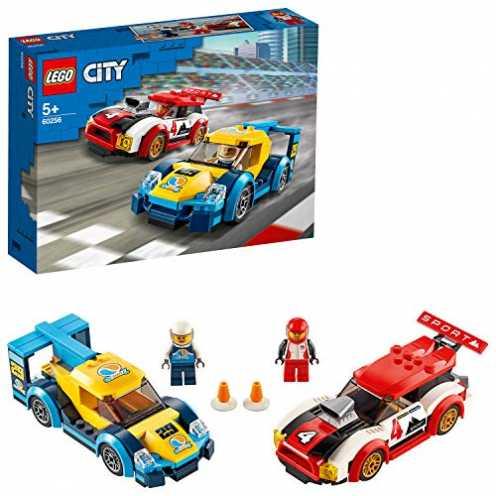 nachhaltig LEGO 60256 Rennwagen-Duell City Spielzeug mit 2 Rennfahrer-Minifiguren, Rallyefahrzeugen für Kinder ab 5 Jahren ökologisch